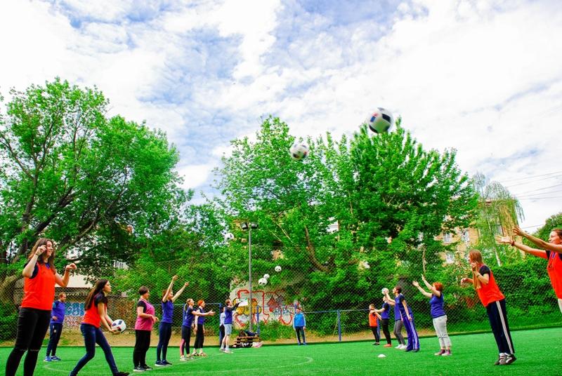 Work in pairs practising throw-ins